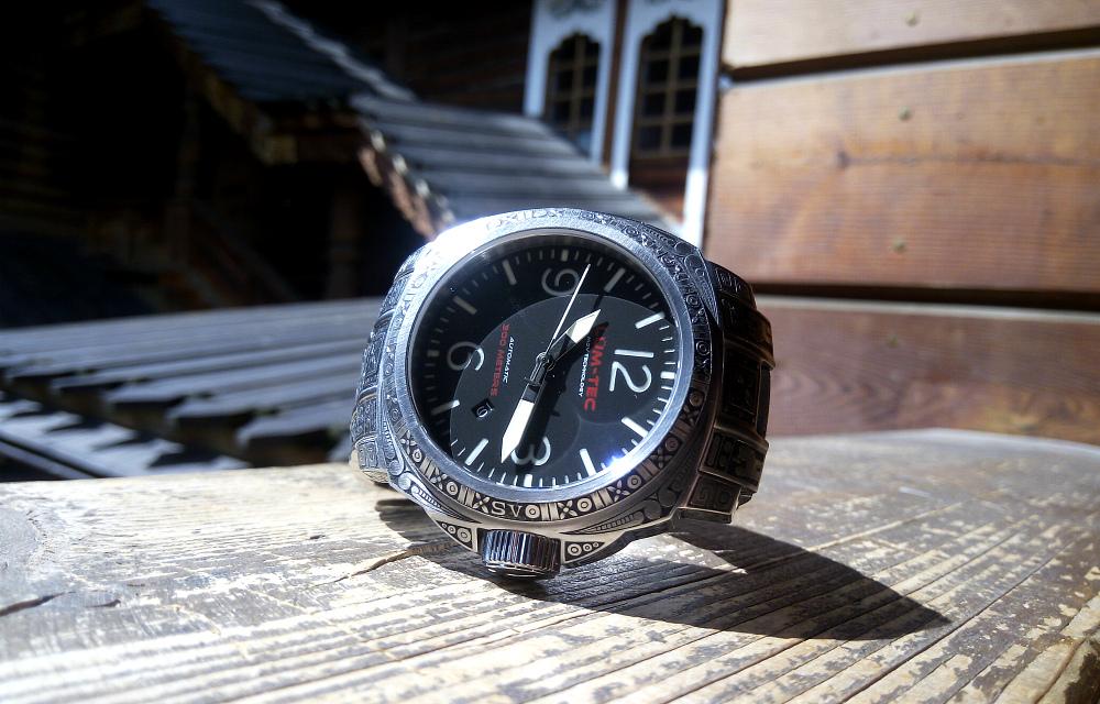 Наручные часы из знаком бесконечности